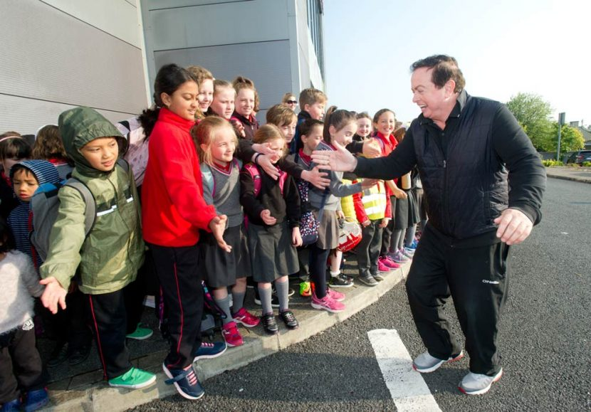 RTE's Marty Morrissey of Kilmurry Ibrickane greets EnnsiNS pupils